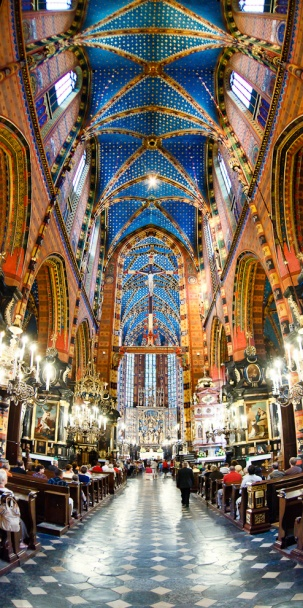 fotograf ślubny Kraków wnętrze Kościoła Mariackiego w Krakowie podczas ślubu