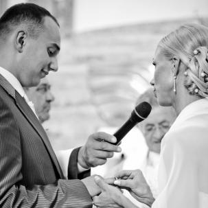 fotograf ślubny Kraków pani młoda ślubuje panu młodemu miłość uczciwość i wierność