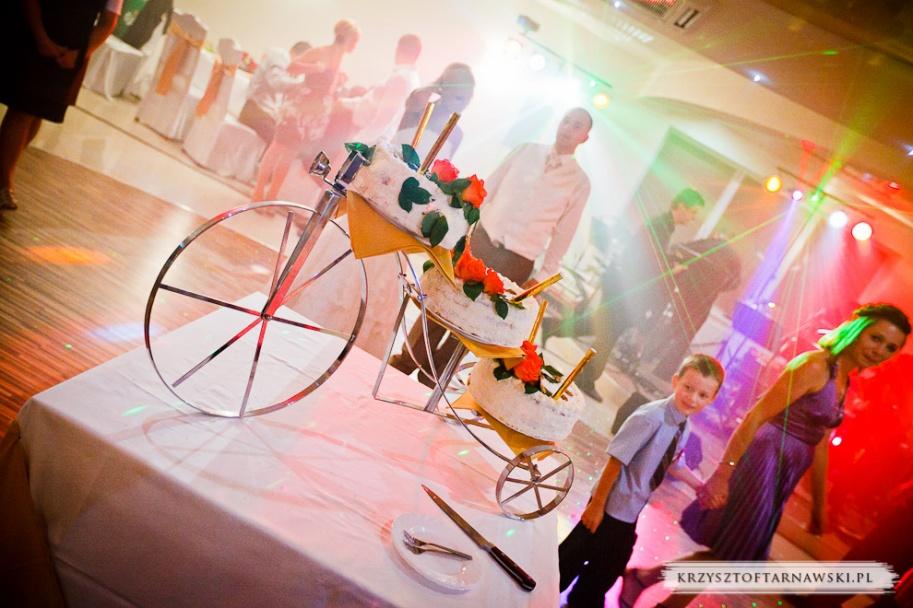 fotograf ślubny Kraków kucharz przygotował tort weselny na cześć państwa młodych