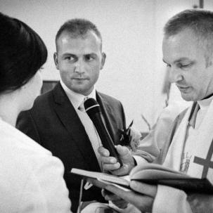fotograf ślubny Kraków pan młody ślubuje pani młodej że jej nigdy nie opuści